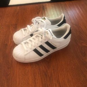 8.5 adidas superstars